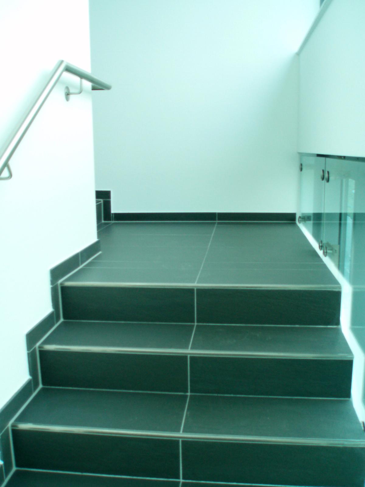 Diese Bild zeigt den Treppenaufgang zu den Büroräumen der Firma Münker